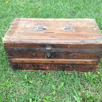 Small 1800's? Wooden Trunk - Furniture