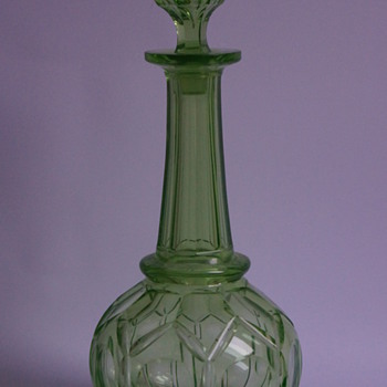 Uranium Green Decanter - Glassware