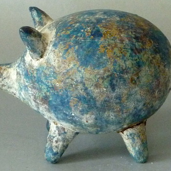 WHAT IS IT PIG FIGURINE - Animals