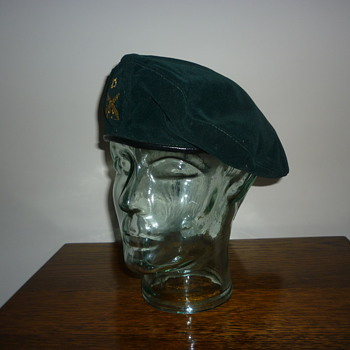 Argentine beret from the Falklands. - Military and Wartime