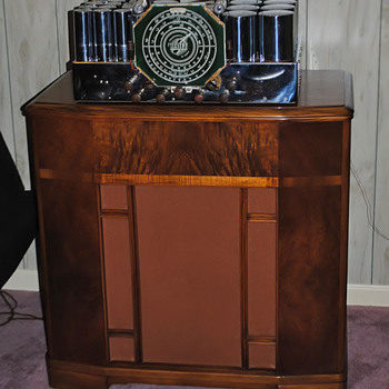 Found a speaker cabinet for my E. H. Scott Philharmonic FM radio receiver.
