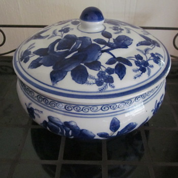 Vintage Chinese Japanese Blue White Tureen