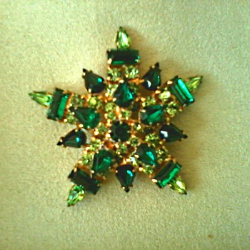Faux Emerald and Peridot Crystal-Glass Brooch/Unmarked / Circa 20th Century - Costume Jewelry