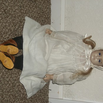 unidentified dolls / there are 4 or 5 more - Dolls
