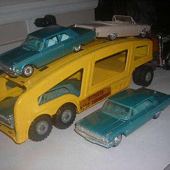 Structo autocarrier with 1963 Ford Galaxie promo cars heading to re-stoc k a dealership like the real thing! - Model Cars
