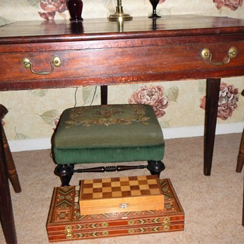 Game table with notes from  the past - Furniture