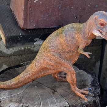 Plastic dinosaurs...?? - Toys