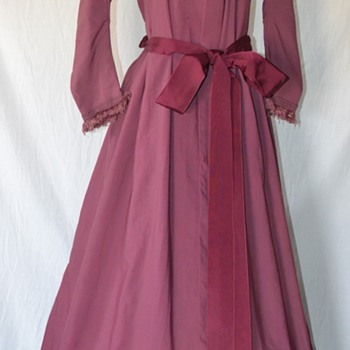 RARE ANTIQUE 1800'S MAUVE VICTORIAN LADIES WOOL FRINGED DRESS DUSTER - Victorian Era