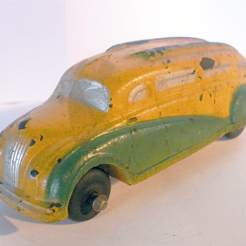 Sun Co Rubber Streamline Bus. 1930's, Yellow and green version.  - Model Cars