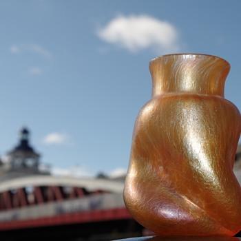 Kralik peach oil spot vase