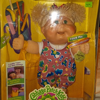 CABBAGE PATCH SNACKTIME KID - Dolls