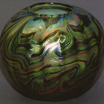 QUEZAL ART GLASS ROSE WATER VASE, circa 1901/1902