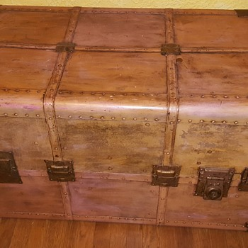 Dresser Trunk with Parsley fabric  interior