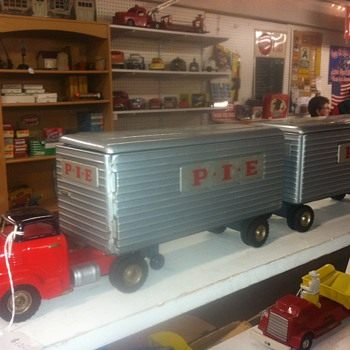 Structo Tandem Tractor & Trailer - Model Cars