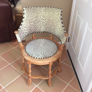 A six- legged, round chair is very unique! - Furniture