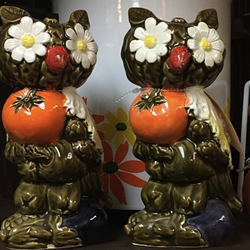 Unique owl shakers