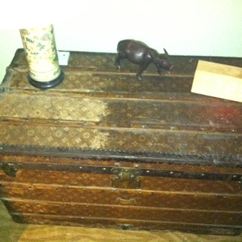 Louis Vuitton Steamer Trunk ca 1899 - Furniture