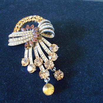 Vintage amber and citrine colored brooch - Costume Jewelry