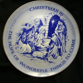 Some VINTAGE CHRISTMAS Plates -- Collectibles
