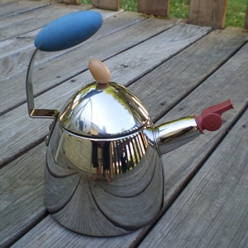 Can anybody ID this strange teapot? - Kitchen