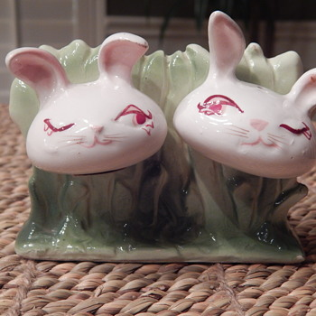 Vintage rabbit salt & pepper shakers