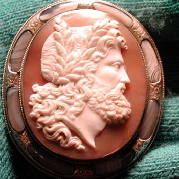 Huge Zeus cameo with pebble frame - Victorian Era