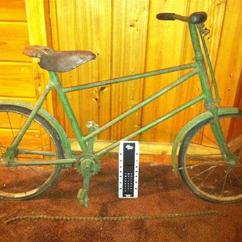 Please help ID/Value this turn of the century CHILD'S BIKE - Sporting Goods