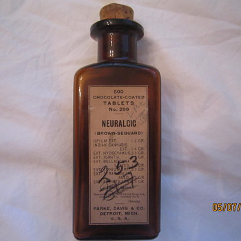 1919 Parke Davis Detroit Mich 500 Chocolate Coated Tablets Neuralgic Opium Cannabis Medicine Bottle
