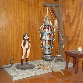 Auroa Monster Scenes Vampirella The Victim and The Hanging Cage