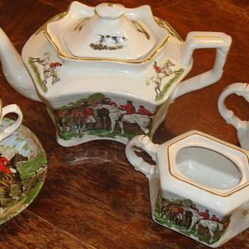 Crownford Tea Set / J F Herring Art