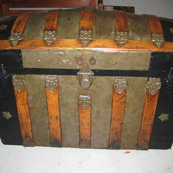 Nice Old Round Top Trunk - Furniture