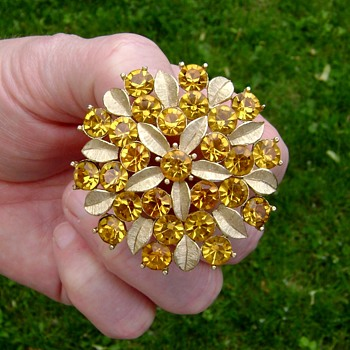 Vintage Sarah Coventry Brooch - Amber Lites - Costume Jewelry