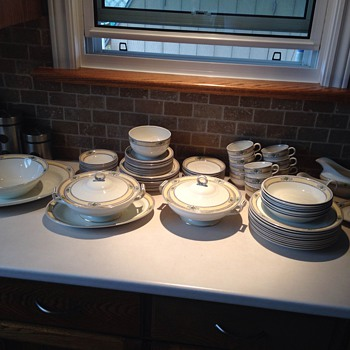 PLEASE HELP!!!!! - China and Dinnerware