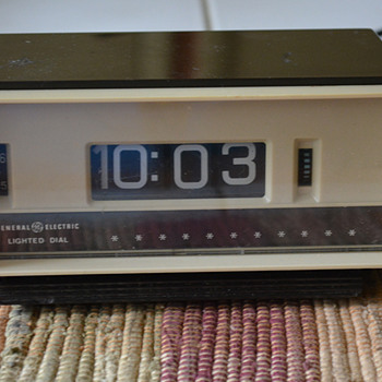 1970s General Electric clock Model 8139-3 - Mid-Century Modern