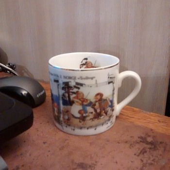 Rolf Lidberg TROLL quality Porcelain produced by Way Nor AIS mug decorated with Norge Music scenes'