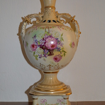 Victorian blush ivory urn with a stand - Pottery
