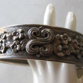 Applied floral bangle for Valarie! - Costume Jewelry