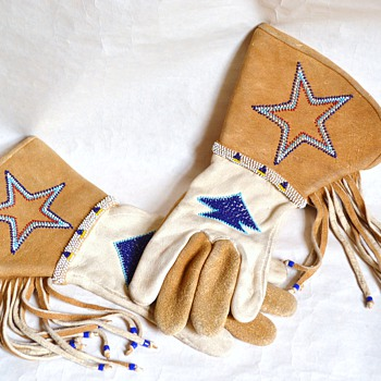 Dating western/rodeo wear beaded gauntlets - Accessories