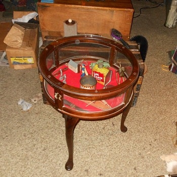 Round Curio Display Table