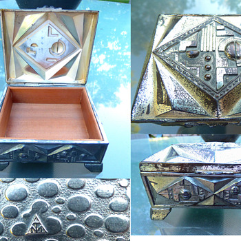 Wood-lined Art Deco Metal Box - Art Deco