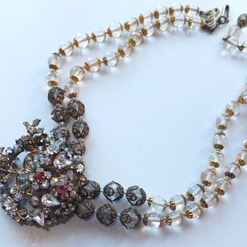 Unsigned Miriam Haskell. - Costume Jewelry