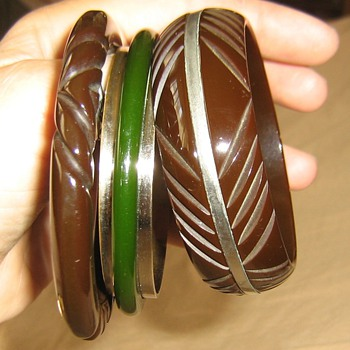 Chrome &amp; bakelite - Costume Jewelry