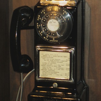 1960's Automatic Electric payphone - Telephones