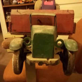 VINTAGE MODEL TRUCK