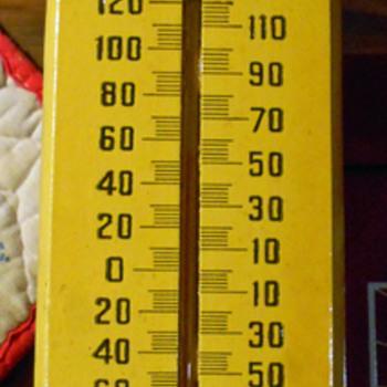 wooded thermometer - Petroliana