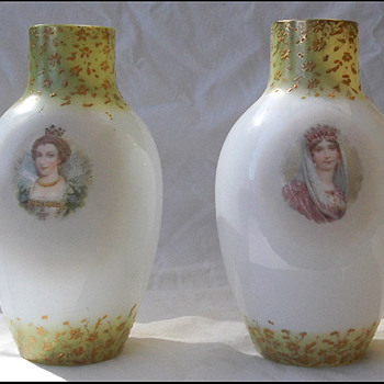 PAIR of  AUSTRIAN QUEENS   - Art Glass