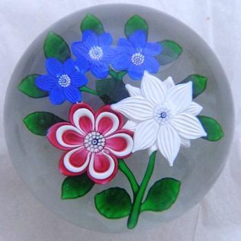 St Louis 1986 Five Flowers Bouquet Paperweight - Art Glass