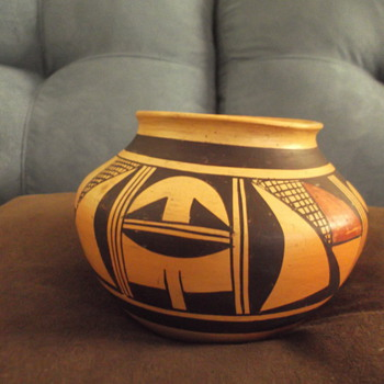 Hopi pot by Fannie Nampeyo