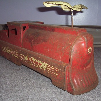 "1940's  ""Canadian Flyer"" ride-on train - Toys"
