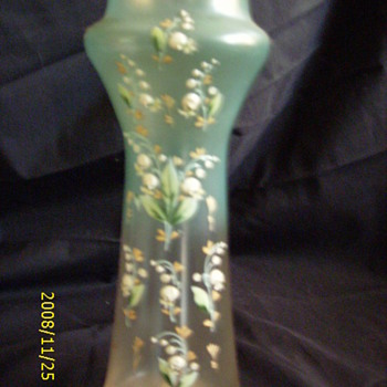 UNKNOWN VASE - Glassware